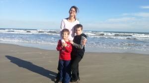 mom sea and boys